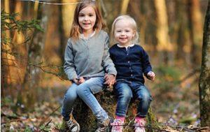 Twee hoogsensitieve kinderen in het bos