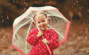 Een hoogsensitief kind met paraplu